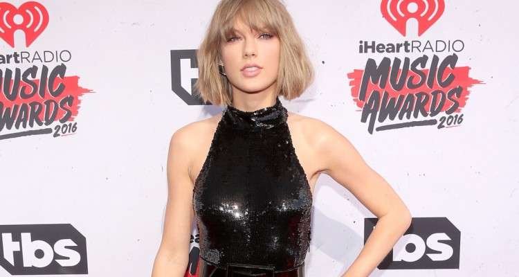 Taylor iHeartRadio 2016 Awards