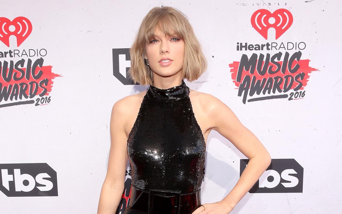Taylor iHeartRadio 2016 Awards
