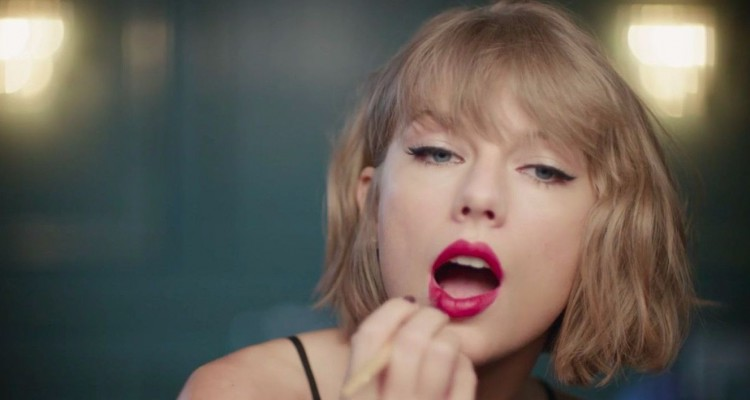 "Taylor Swift Rocks Out to Jimmy Eat World's ""The Middle"" for Apple Music"