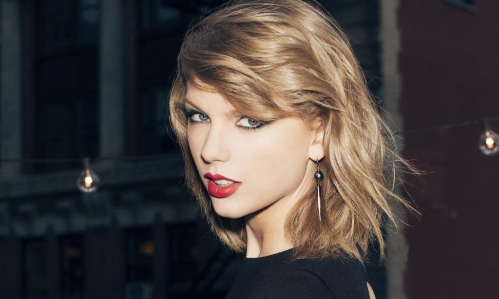 Top 10 Most Beautiful Female Singers - PRO MOTION Music News