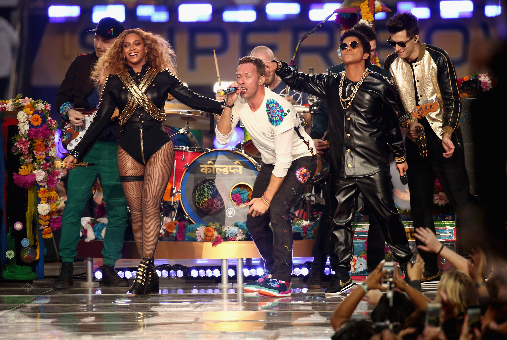 Beyoncé performs new single Formation at Super Bowl 50 Half Time Show with Coldplay and Bruno Mars