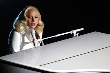 Lady Gaga Performs at 2016 Oscars