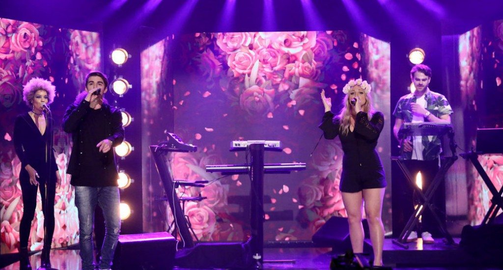 """The Chainsmokers Perform """"Roses"""" Live on Fallon ft. Rozes Live"""