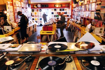 Artists make more off vinyl sales than streaming services